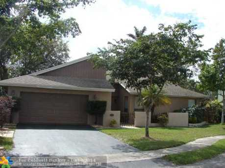 8710 NW 47th St - Photo 1