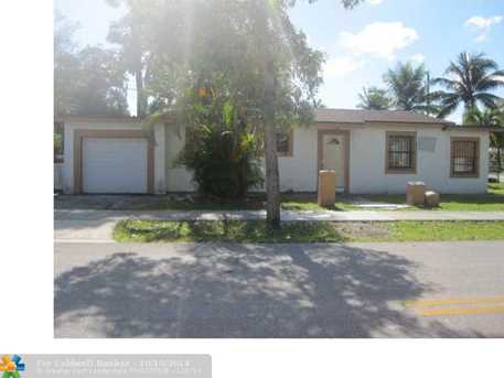 2431 NW 9th St - Photo 1