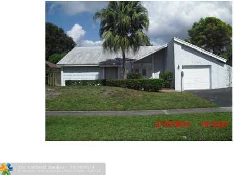 7921 NW 47th Pl - Photo 1