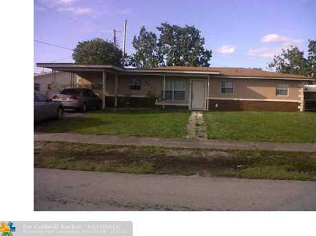 4521 NW 176th St - Photo 1