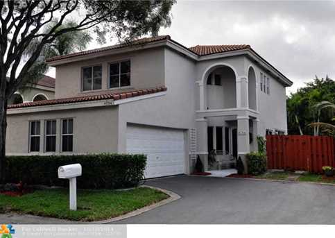 4724 NW 5th Ct - Photo 1