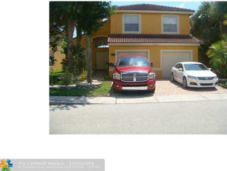 5215 SW 38th Ave - Photo 1