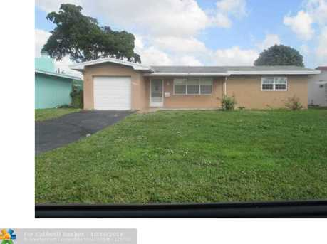 8871 NW 11th St - Photo 1