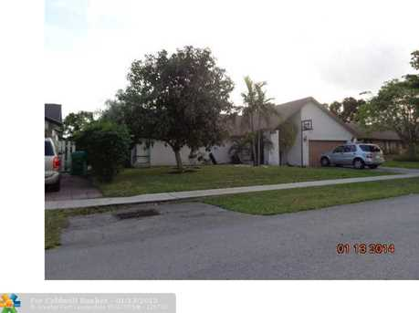 8610 NW 52nd St - Photo 1