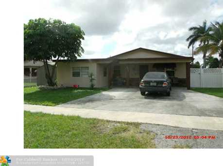 833 NW 9th Ave - Photo 1