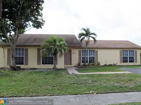 5570 SW 8th St - Photo 1