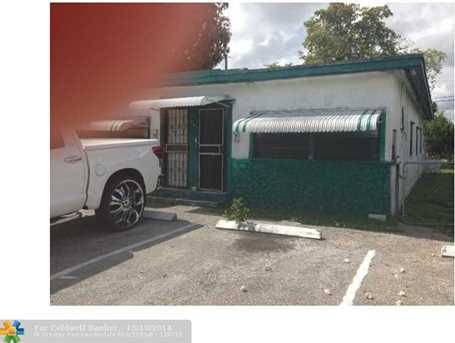 907 NW 12th Ter - Photo 1
