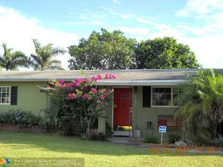 740 NW 37 St - Photo 1