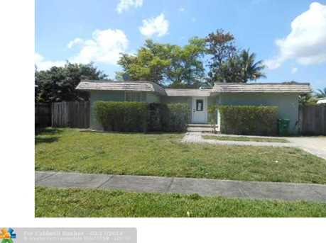 7905 NW 66th Ter - Photo 1