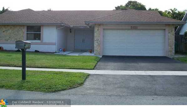 5121 NW 81st Ter - Photo 1