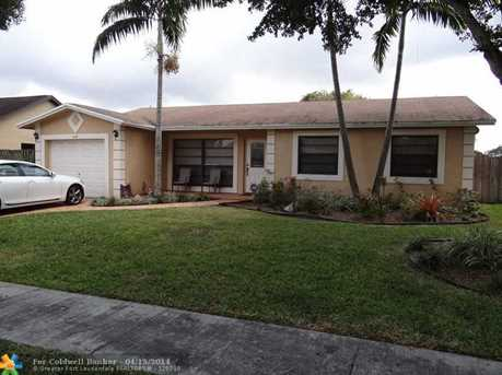 8350 NW 7th St - Photo 1