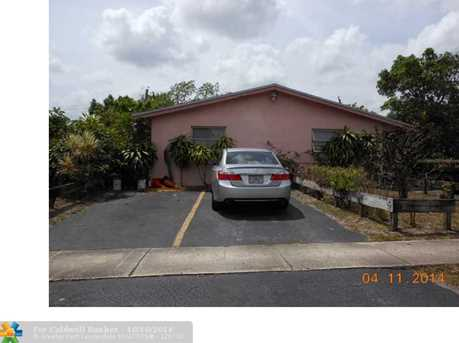 5630 NW 15th St - Photo 1