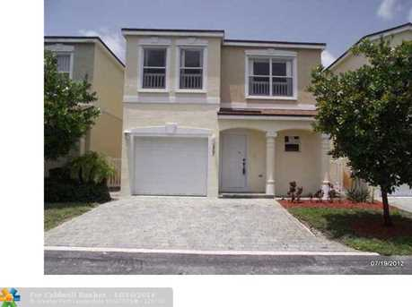 945 SW 15th St - Photo 1