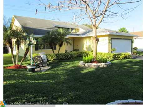 10020 NW 70th St - Photo 1