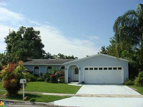 7950 NW 9th St - Photo 1