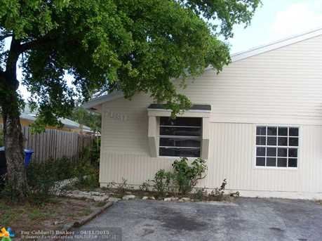 7180 SW 14th St - Photo 1