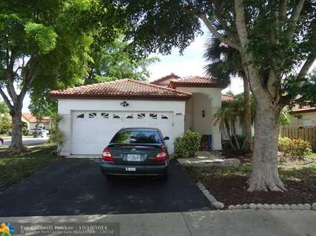 4900 NW 54th St - Photo 1
