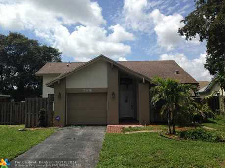 7308 NW 38th Ct - Photo 1