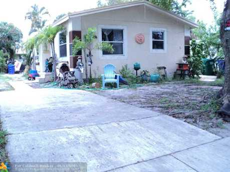 3033 NW 7th St - Photo 1
