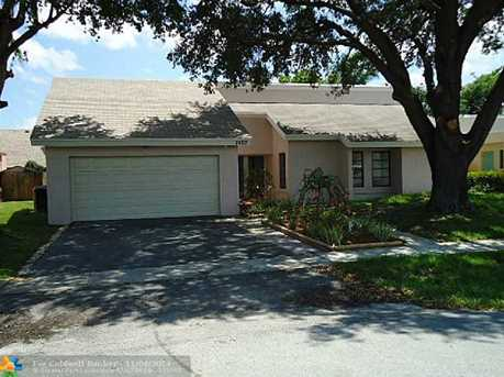 7460 NW 35th Ct - Photo 1