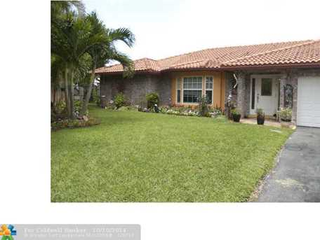 6656 NW 49th St - Photo 1