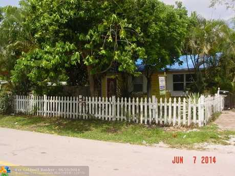 900 SW 15th Ter - Photo 1
