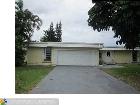 7305 NW 64th St - Photo 1