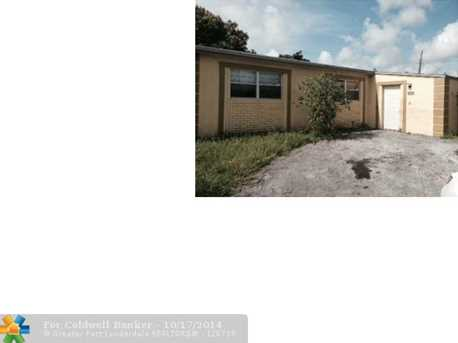 2960 NW 20th St - Photo 1