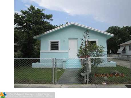 545 NW 52nd St - Photo 1