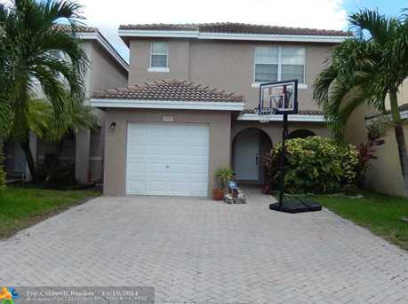9297 NW 55th St - Photo 1