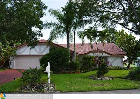 8340 NW 73rd St - Photo 1
