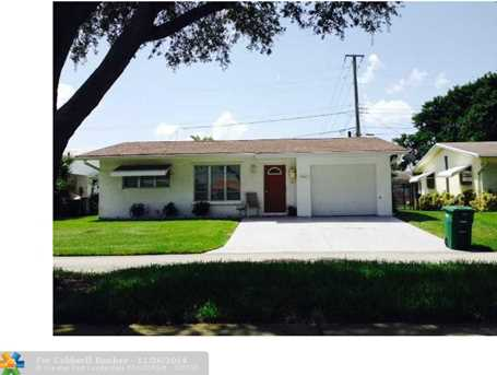2402 NW 54th St - Photo 1