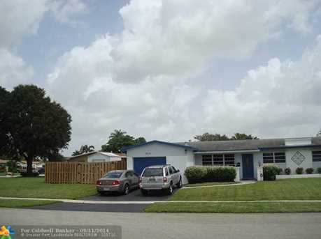 8751 NW 19th St - Photo 1