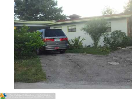 400 SW 30th Ter - Photo 1