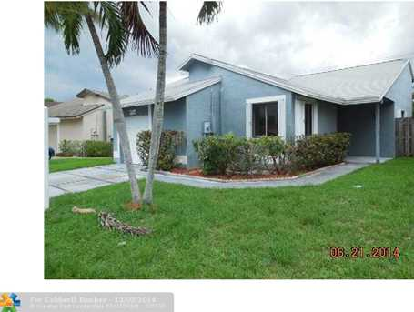 930 SW 111th Ave - Photo 1