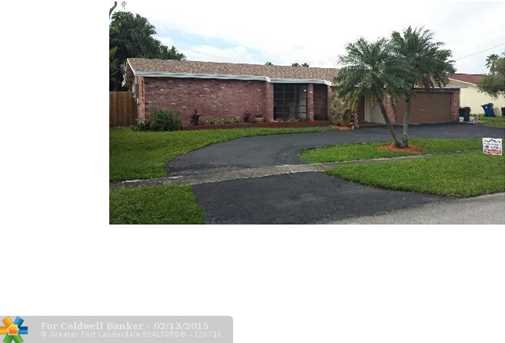 10660 NW 28th St - Photo 1
