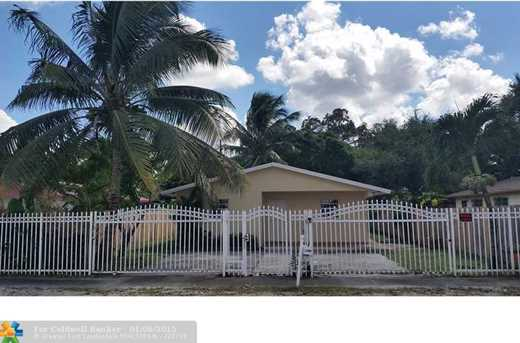 2760 NW 102nd St - Photo 1