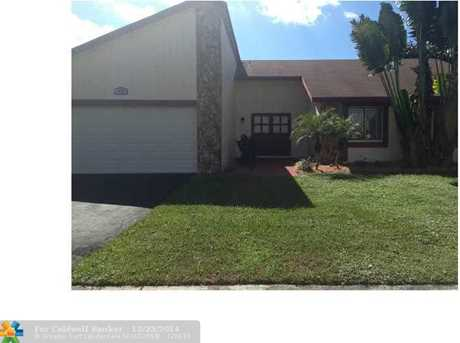 8330 NW 54th St - Photo 1