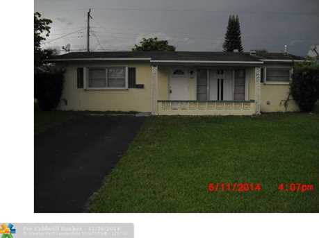 6827 NW 29th St - Photo 1