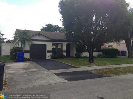 1903 SW 83rd Ave - Photo 1