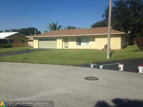 9511 NW 67th St - Photo 1