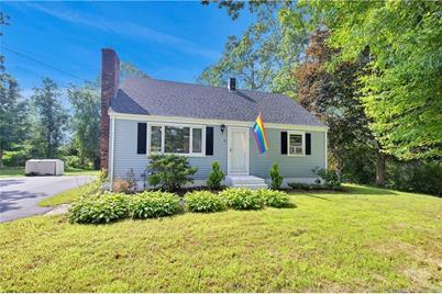 8 New Hampshire Lane, Montville, CT 06370