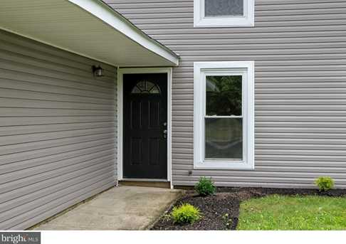 10 Suffolk Ct - Photo 3