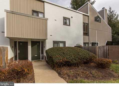 1750 Oakwood Terrace #4E - Photo 1