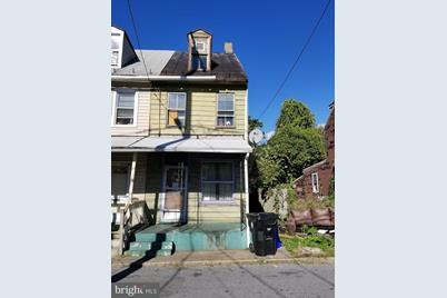 1528 Thompson Street - Photo 1