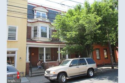 518-520 E King Street - Photo 1