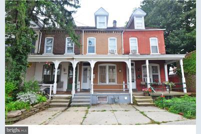 1540 W Gordon Street - Photo 1