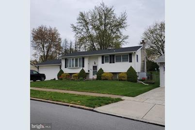 109 Greenwood Drive - Photo 1