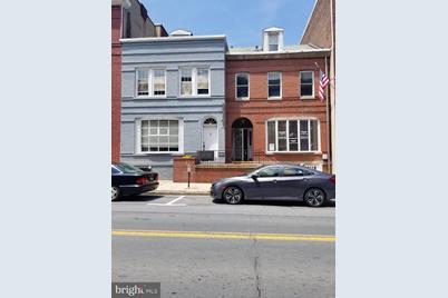 212 W Market Street - Photo 1