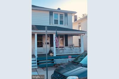 328 Lexington Street - Photo 1